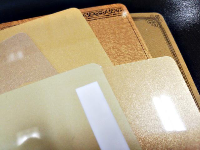 プラスチックカード-ゴールド