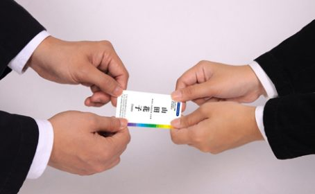 プラスチック名刺なら名刺交換でもインパクト抜群!